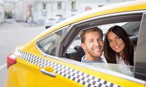 couple voyage en taxi à New York