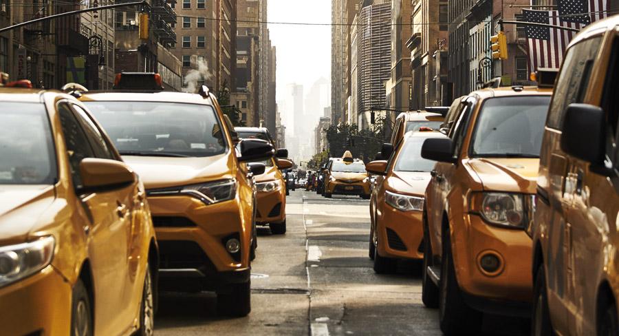 Taxi jaunes dans les rues de New York