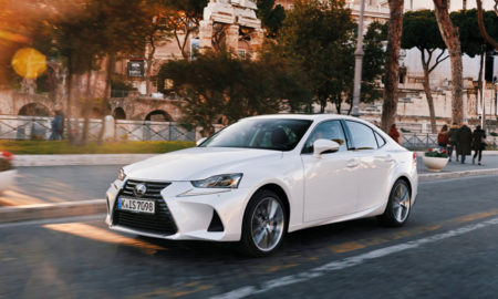 Lexus IS 300h sur la route