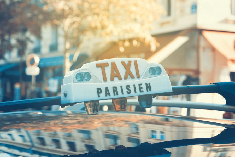 lumineux sur véhicule taxi parisien