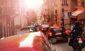 Taxi dans le trafic parisien