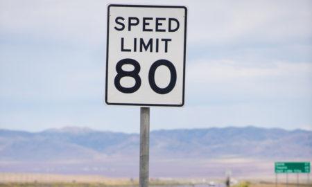panneau de limitation de vitesse aux usa