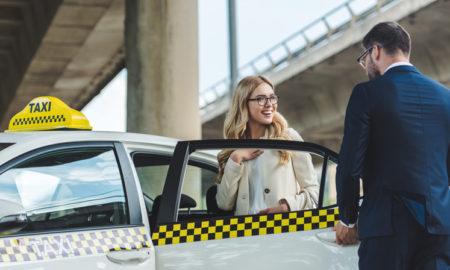 chauffeur de taxi et son passager