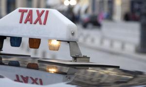 les taxis bloquent les aéroports de paris